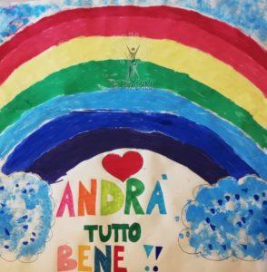 """Disegno fatto da un alunno dell'Istituto rappresentante un arcobaleno con la scritta """"Andrà tutto bene"""""""